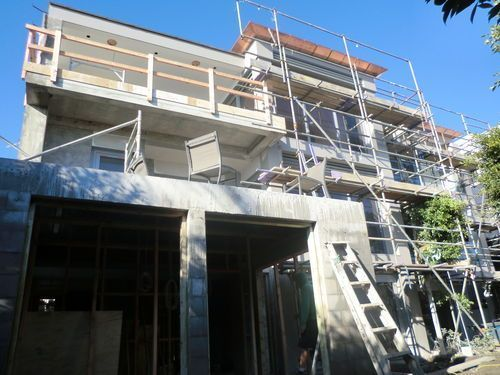 Karori cr, Orakei. New garage addition and 1200mm counterlevered concrete deck extended off top deck