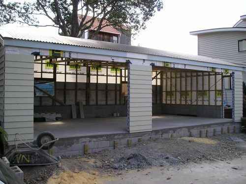 Pohutakawa ave, Beachlands. New triple car garage with linea weatherboard and curved roof to match house.