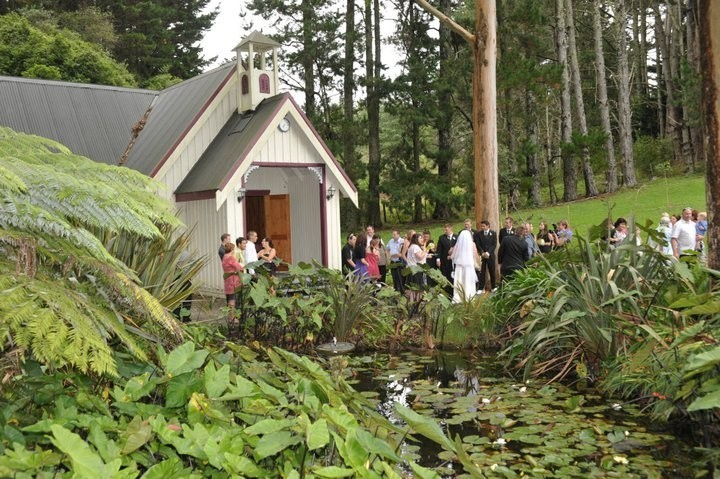 The Forest Pond Is A Lovely Spot For Wedding Photos Pic Footbridge Lodge